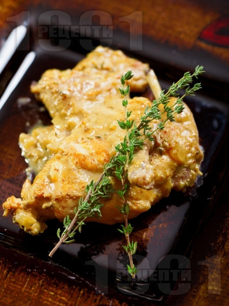Задушено заешко месо в сос от горчица, лук, сметана, мащерка и бяло вино - снимка на рецептата